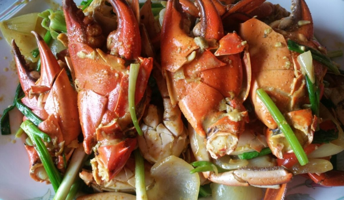 Stir-fried sea meat crab with curry powder