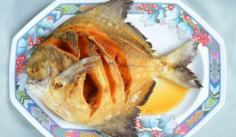 Deep-fried promfret with seasoning fish sauce