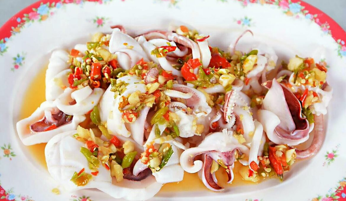 Steamed squid with lime and chilli